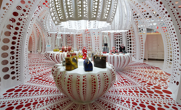 Louis-Vuitton-and-Kusama-Selfridges-We-Transfer